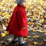 dziewczynka w czerwonym płaszczyku...